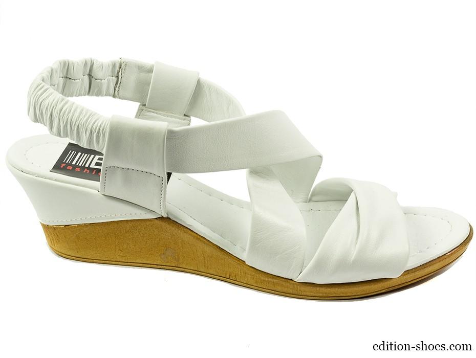 Дамски сандали бели 4389
